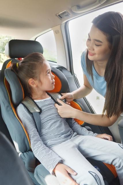 ジェットコースターに子供を乗せるときにも、安全ベルトなしで乗せることができますか?